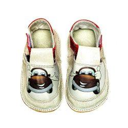"""Incaltaminte talpa moale copii Incaltamintea cu talpa moale si ultra - flexibila pentru copii este potrivita primilor pasi. Modelul """"Walking on Clouds"""" mimeaza mersul descult al copilului si incurajeaza dezvoltarea armonioasa a talpilor. Modelul este potrivit chiar de la primele semne pe care le da copilul ca doreste stea in picioare si sa mearga. Varsta intre 10 - 18 luni este esentiala pentru dezvoltarea unui mers corect, armonios si natural. Astfel, prin aceasta incaltaminte cu talpa moale si fara intarituri, picioarele copiilor se pot misca liber . Copiii vor simti suprafata de mers si vor capata incredere in propriile forte."""