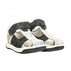 pantofi decupati pentru copii